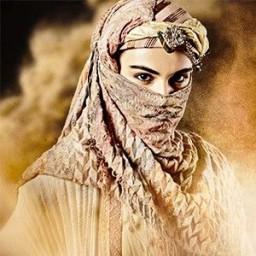 Özgü Kaya as Zeynep