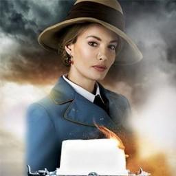 Gamze Özçelik as Elizabeth