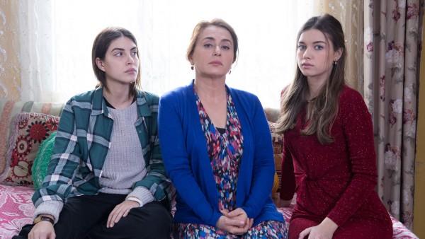 1 of Fazilet Hanım ve Kızları
