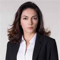 Şebnem Hassanisoughi as Selma Akmeşe