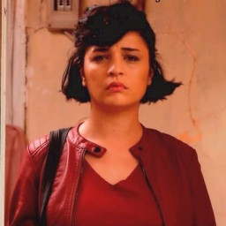 Gonca Vuslateri as Şule Akçay