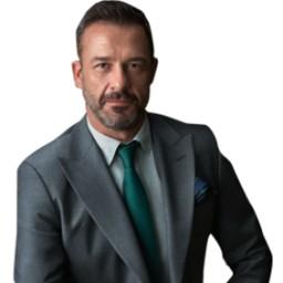 Murat Aygen as Demir Akdora