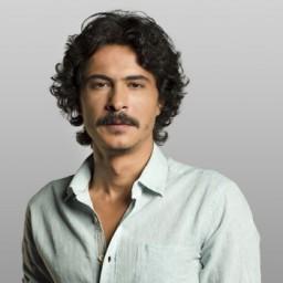 İsmail Hacıoğlu as Cihan