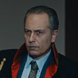 Mert Tanik as Savci