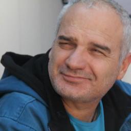 Erdal Cindoruk as Fikret