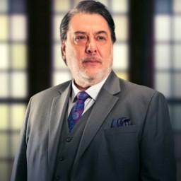 Kerem Atabeyoğlu as Aziz Türel