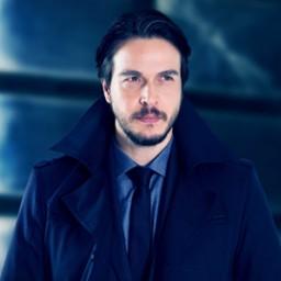 Cihan Yenici as Ozan