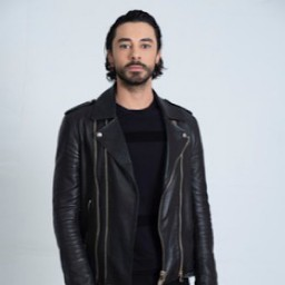 Gökhan Alkan as Karan