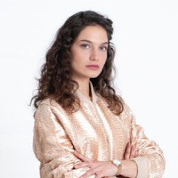 Gülcan Arslan as Nihal