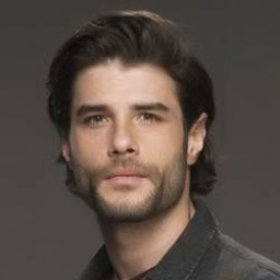 Berk Cankat as Murat