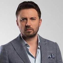 Tolga Güleç as Mehmet Tuna