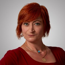 Ferda Kaynar as Hanife Kadıoğlu