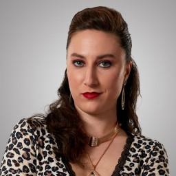 Merve Şen as Nahide Kadıoğlu
