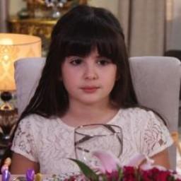 Melisa Giz Cengiz as Esra