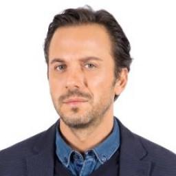 Serkan Altunorak as Bülent