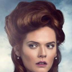 Asli Orcan as Barones Lola