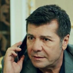 Hakkı Ergök as Metin Korhan