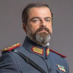 Baki Davrak as Vasili