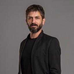 Ushan Çakır as Sadık