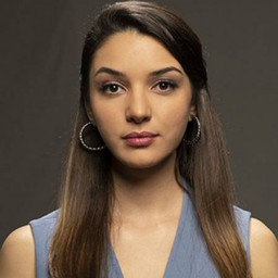 Damla Colbay as Zeynep Can