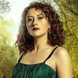 Esra Kızıldoğan as Müge