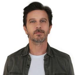 Fatih Dönmez as Selim Can