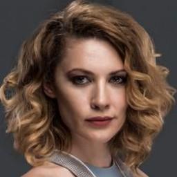Açelya Topaloğlu as Derin Berker