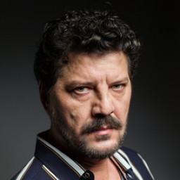 İlker Aksum as Hasan Kurt