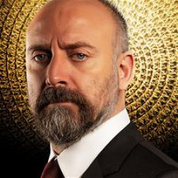 Halit Ergenç as İrfan