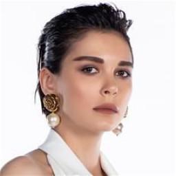 Sevcan Yaşar as Aylin Yüksel