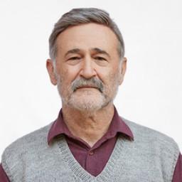 Müfit Kayacan as Yaşar