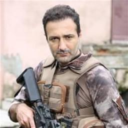 Fırat Doğruloğlu as Behçet Orbay