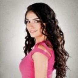 Hazar Ergüçlü as Simay Canas