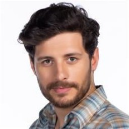 Ali Yağcı as Osman Işık
