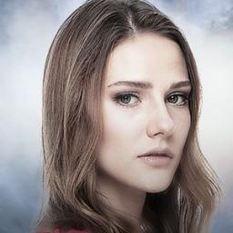 Alina Boz as Azra Güneş