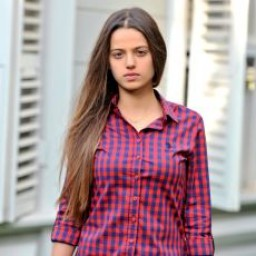 Leyla Tanlar as Cansu