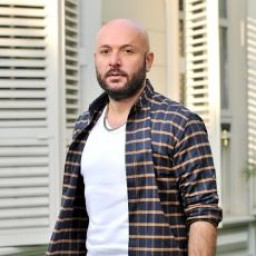 Tolga Tekin as Özkan