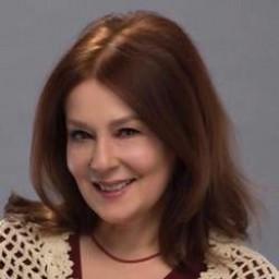 Laçin Ceylan as Hülya Gökdemir