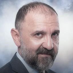Ertuğrul Postoğlu as Mesut Akgün