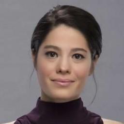 Cansu Dağdelen as Esra Gökdemir