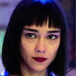 Türkü Turan as Zehra