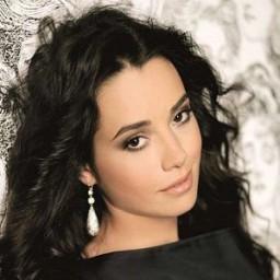 Özgü Namal as Narin