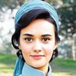Hande Soral as Azelya