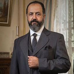 Mehmet Özgür as Seyfettin