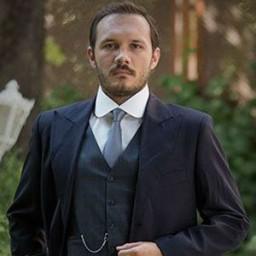 Deniz Celiloğlu as Selim