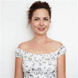Pınar Ünsal as Leyla