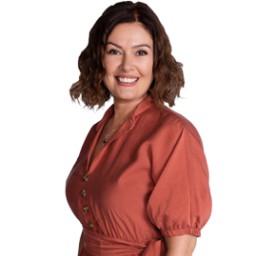 Zeynep Gülmez as Reyhan Özer